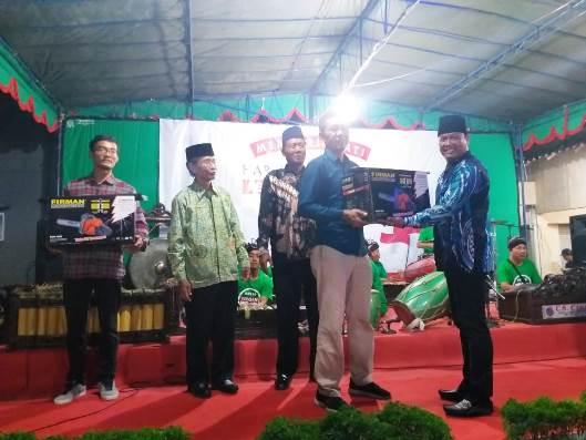 Silaturahmi Kepala Desa Caturtunggal dan Penyerahan Bantuan Alat Tanggap Kebencanaan Pada Malam Kesenian Peringatan HUT RI ke-74 Padukuhan Karanggayam